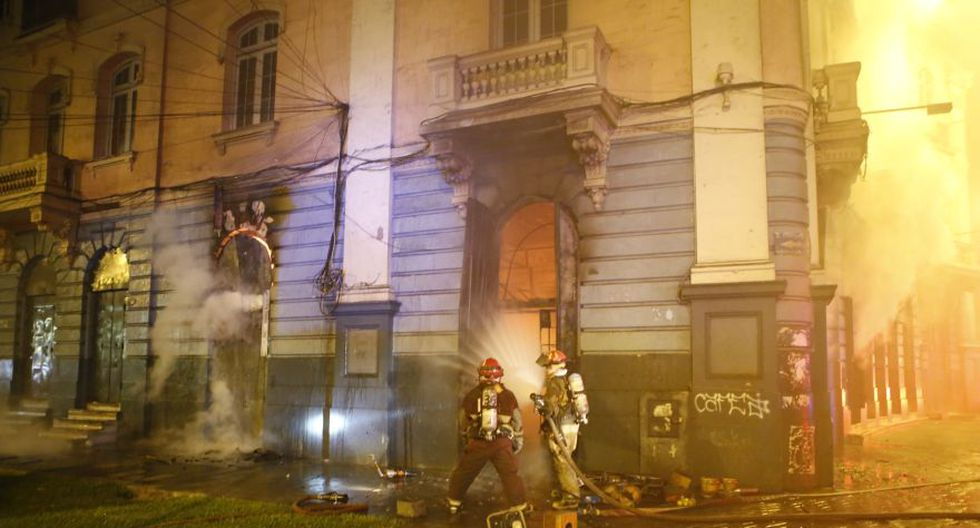 Incendio en plaza Dos de Mayo: así trabajaron los bomberos - 10