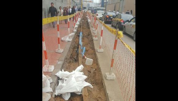 Cercado: trabajadores encontraron antiguos rieles de tranvía