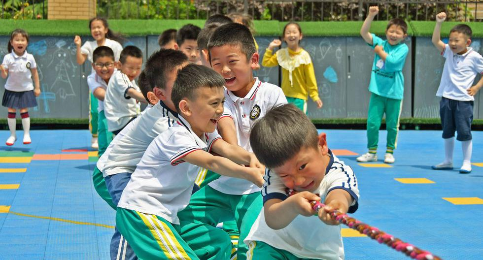 China authorizes its citizens to have three children per family