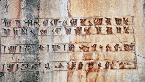 ¿Grafiti de la civilización aqueménida del siglo VI a.C.? Más bien una inscripción cuneiforme de esa civilización, en el palacio real de Ciro el Grande, Pasargad (Lista del Patrimonio Mundial de la Unesco, 2004), Irán. (Foto: Getty Images)