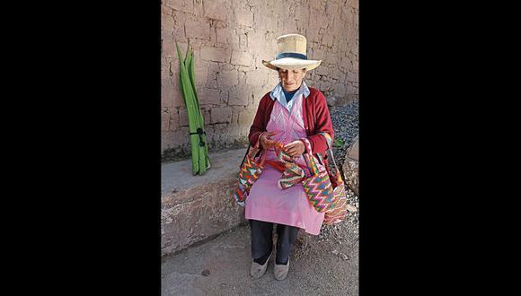 Lucinda Díaz, tejedora de San Andrés de Tupicocha y experta en la elaboración de shicras. La técnica, en este pueblo, se transmite de generación en generación. [Foto: Ministerio de Cultura]