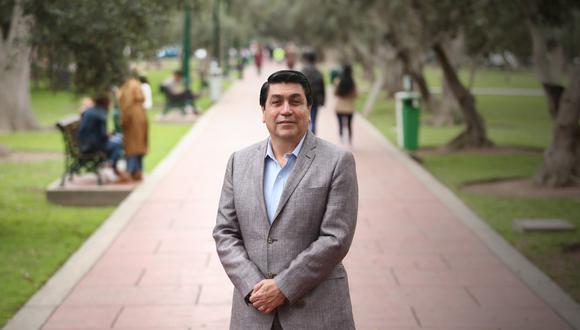 Augusto Cáceres Viñas quiere que su gestión se caracterice por el diálogo constante con los vecinos. (Foto: Alessandro Currarino  / El Comercio)