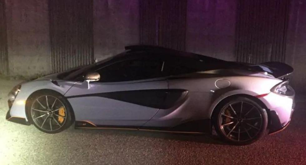 El lujoso auto fue a parar del concesionario directo al depósito. (Fotos: West Vancouver Police en Facebook)