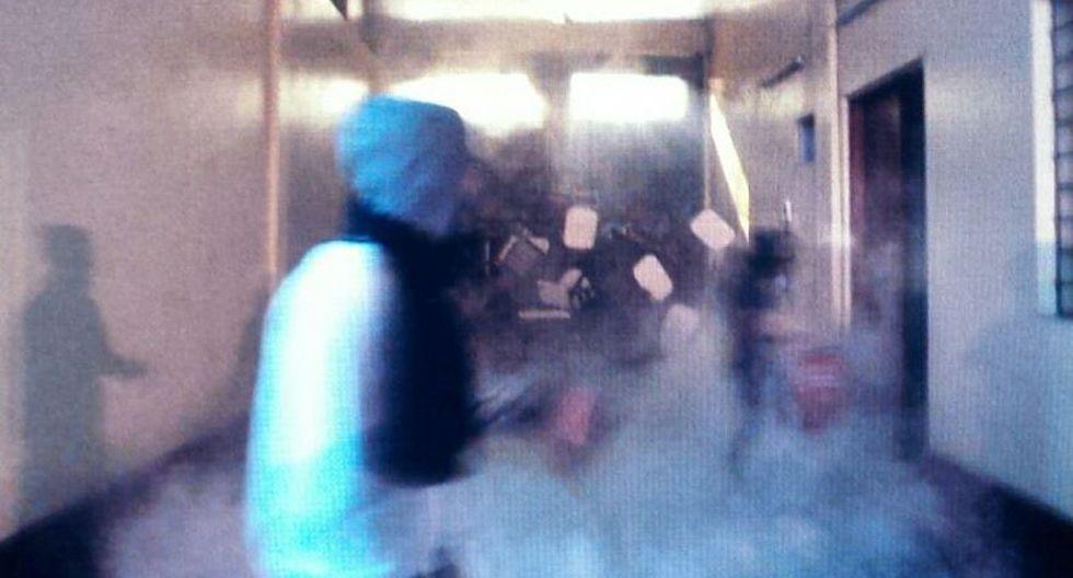 UNFV: alumnos se enfrentaron con piedras y fuego en sede tomada - 2