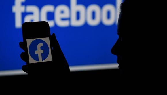 Imagen referencial en la que se ve el logo de Facebook. (Foto de archivo: AFP/ Olivier Douliery)