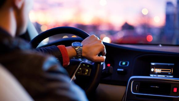 Un hombre decidió cambiarse de género para pagar menos por el seguro de su auto. (Foto referencial: Free-Photos / Pixabay)
