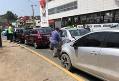 Surco: conductor de combi provocó choque en cadena en la avenida Tomás Marsano