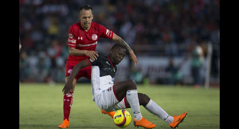 Pero el jugador Luis Advíncula fue cedido a Lobos BUAP y con 'La Manada' perdió la categoría. (Foto: AFP)