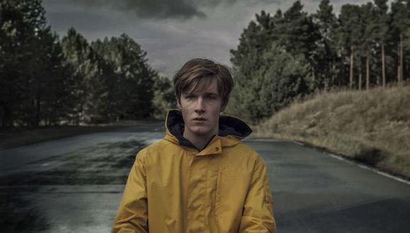 """""""Dark"""" 3: el impermeable amarillo, la única constante en los tres mundos de la serie de Netflix (Foto: Netflix)"""