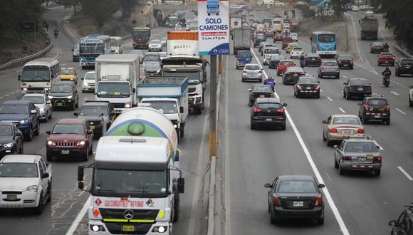 'Pico y placa' para camiones que fue suspendido por la emergencia a causa de la COVID19, contará con una marcha blanca de dos días. (Foto: Britanie Arroyo /@photo.gec)