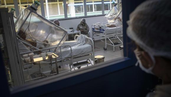 Anvisa dijo que las pruebas en Brasil seguirán pese a la muerte del voluntario. (Foto: EFE)
