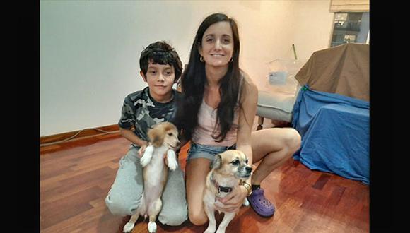 Hera (der.) y Lola (izq.) junto a Marité Campos y su hijo Facundo Aranda. (Foto: Cortesía)
