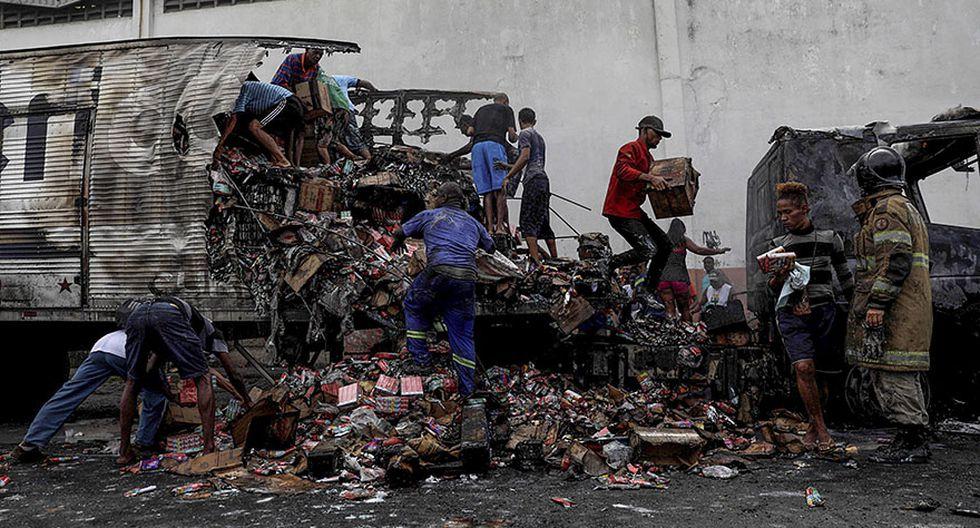 Brasil: Incendian y saquean vehículos en pleno corazón de Río - 5