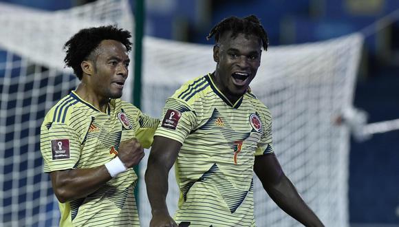 Duván Zapata será la carta de gol de Colombia ante Uruguay. (Foto: AFP)