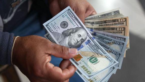 En el mercado paralelo, el tipo de cambio se cotiza en S/ 3.365 por dólar. (Foto: GEC)