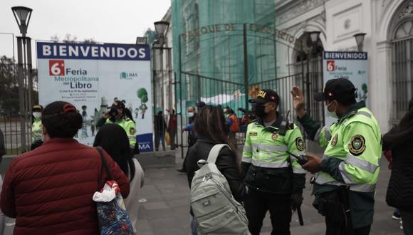 La MML condenó que un grupo de personas haya provocado actos violentos cuando el personal de seguridad de la feria los invitó a retirarse del lugar tras haberse cubierto el aforo de 2,400 asistentes | Foto: César Campos / @photo.gec