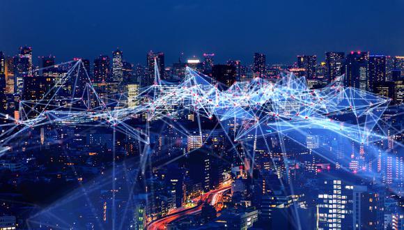 Descargas más rápidas, una amplia cobertura y conexiones entre múltiples dispositivos electrónicos son algunos de los beneficios que destacan en la tecnología 5G. (Foto: Shutterstock)