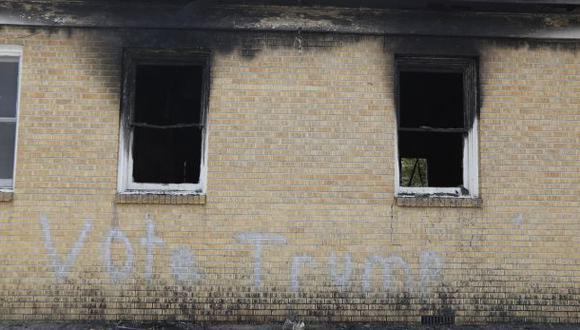 Queman iglesia de afroamericanos y escriben 'vota por Trump'