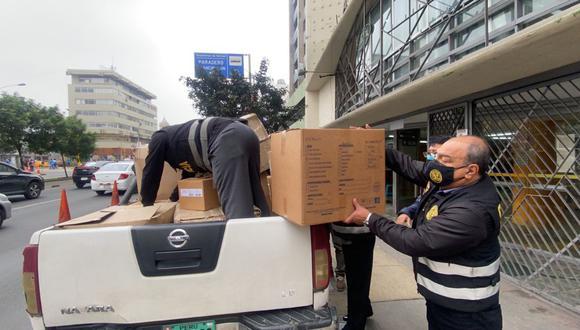 Las cuarenta cajas conteniendo los artículos médicos fueron internados en el local de la Dirección de Seguridad del Estado, en Pueblo Libre. (Foto: PNP)