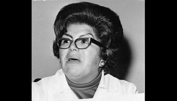 La directora del hospital Santa Rosa, Clarisa Ricci en conferencia de prensa en agosto de 1977. Foto: Armando Torres/ GEC Archivo El Comercio
