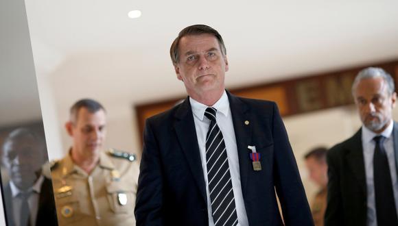 Jair Bolsonaro: el ejército premia al presidente de Brasil por salvar la vida de un soldado hace 40 años. (Reuters).