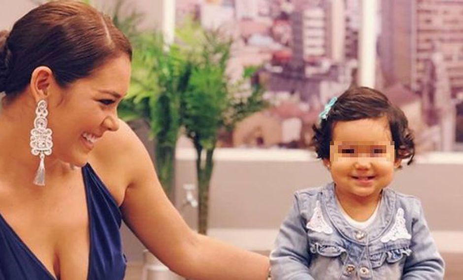 Karen Schwarz y su pequeña hija Antonia. (Foto: Instagram)