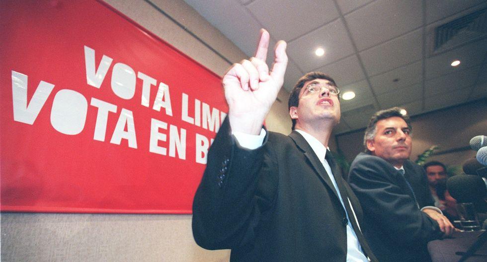 Jaime Bayly en el 2001, junto a Álvaro Vargas Llosa. Foto: El Comercio.