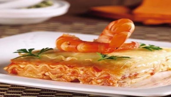 Lasaña con salsa de langostinos y queso