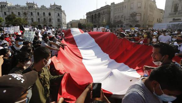 Decenas de manifestantes protestaron durante toda la semana pasada. La plaza San Martín (Cercado de Lima), ha sido uno de los puntos de concentración de las marchas en contra del presidente Manuel Merino. (Foto: Violeta Ayasta @photo.gec)