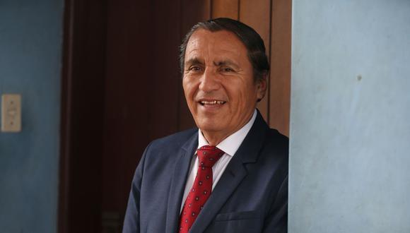 """""""A mí, como alcalde de Ate, me han dicho que ponga a mi hijo, pero eso no lo haría, de ninguna manera"""", señaló Óscar Benavides. (Foto: Andina)"""