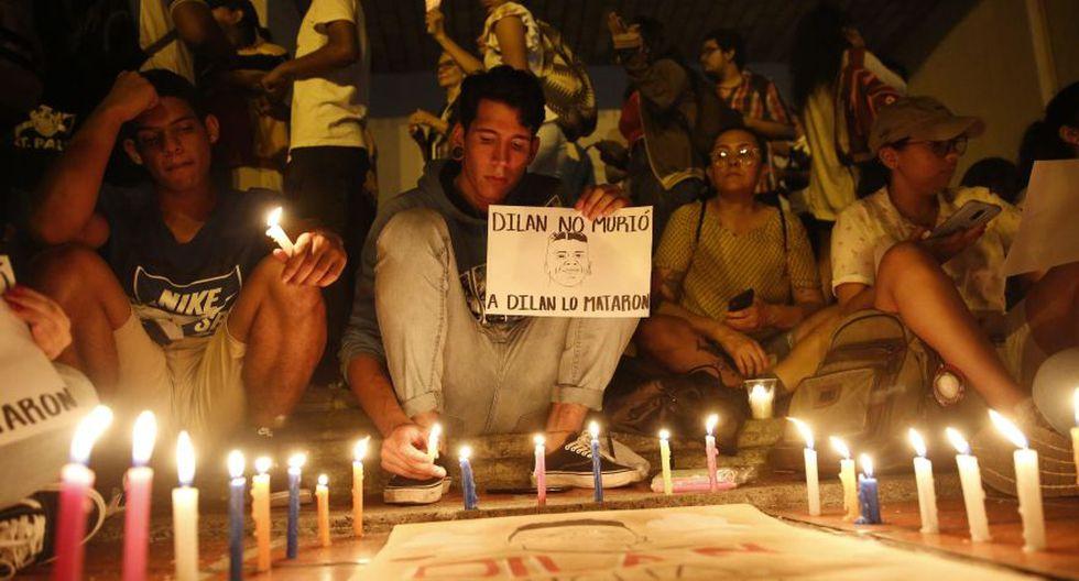 Cientos de personas participaron este martes de una manifestación en rechazo a la muerte del estudiante Dilan Cruz por un disparo de la policía antidisturbios, frente a la Alcaldía de Cali. (Foto: EFE)