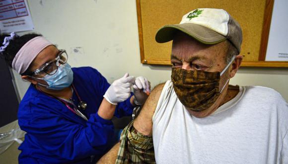Según el Centro de Control de Enfermedades y Prevención (CDC), más de 8,3 millones de personas ya han recibido las dos dosis de la vacuna. (Foto: Kristopher Radder/The Brattleboro Reformer via AP)