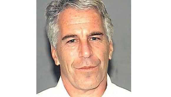 Un patólogo forense contratado por el hermano de Epstein afirmó el mes pasado que la evidencia sugiere que el magnate no se quitó la vida en su celda sino que pudo haber sido estrangulado. (Foto: AFP)