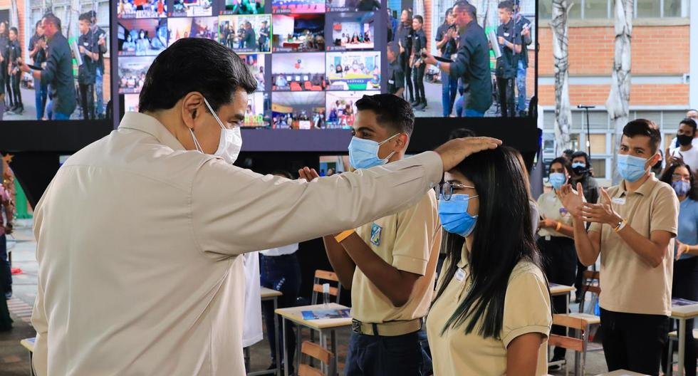 Maduro assures that he will vaccinate 70% of the population in Venezuela and will reopen schools by October