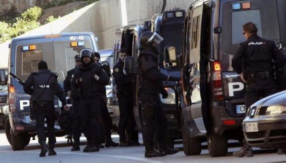 La policía registró una vivienda en Madrid y dos en Barcelona y se incautó de 2.300 euros, 400 dólares, varios dispositivos móviles y un ordenador. (Foto referencial: EFE)