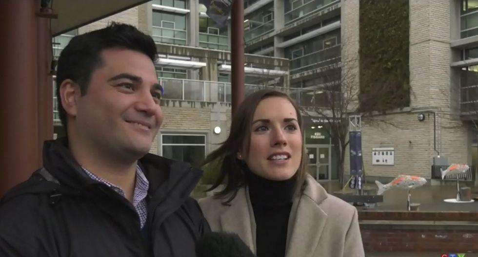 Una pareja recibió ayuda de desconocidos al tratar de fotografiarse y luego descubre que eran el príncipe Harry y Meghan Markle. (CTV News)