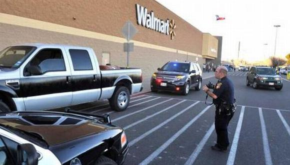 Hombre armado tomó rehenes en Walmart de Texas