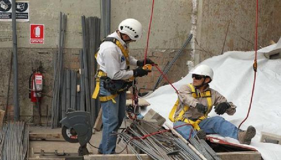 El sector construcción habría continuado con la evolución positiva gracias al mayor consumo de cemento e inversión pública. (Foto: GEC)
