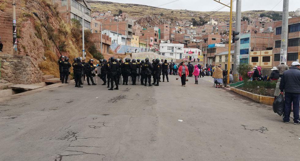 Así fueron los enfrentamientos entre la Policía Nacional y la población en Puno. (Foto: Carlos Fernández)