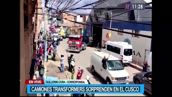 Transformers a Cusco: le auto del cinema vagano per le strade della città imperiale