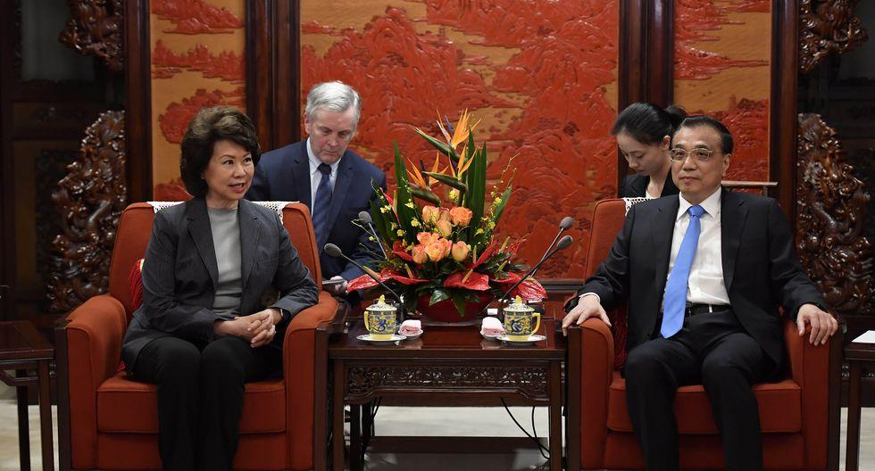 El primer ministro chino, Li Keqiang, habla durante una reunión con la Secretaria de Transporte de EE.UU., Elaine Chao, en el Zhongnanhai Leadership Compound en Pekín. (REUTERS)