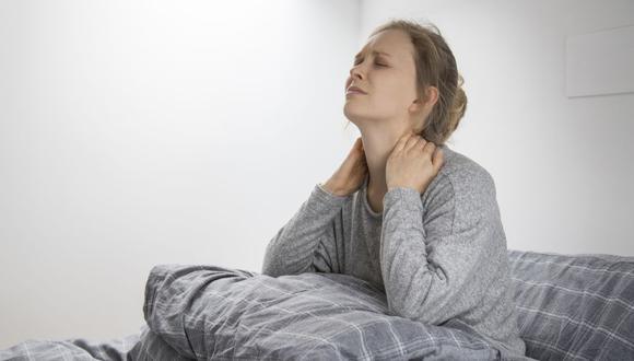 El diagnóstico de fibromialgia suele tardar en darse, ya que el paciente deberá pasar por varios especialistas que descarten otras enfermedades. (Foto de @katemangostar vía Freepik)