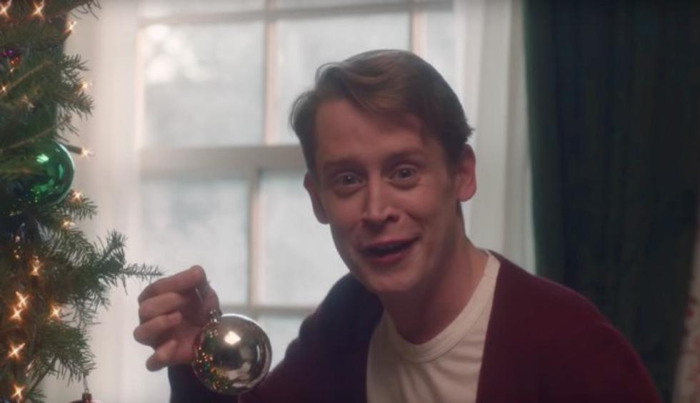 Macaulay Culkin vuelve a encarnar a 'Kevin McCallister' de 'Mi Pobre Angelito' para un divertido comercial de Google. (Capturas: Google en YouTube)