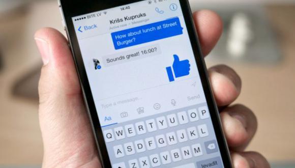 Existen varias formas de recuperar tus mensajes borrados y/o archivados en Facebook. La mejor es desde una computadora. (Foto: AFP)