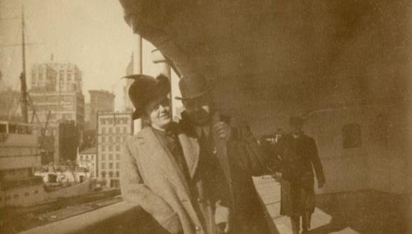 Oscar Holverson, aquí con su esposa Mary, fue un exitoso empresario estadounidense. Viajaba en el Titanic. (Foto: Henry Aldridge & Son)