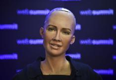 Robot Sophia cree que la inteligencia artificial ayudará a acabar con la pobreza