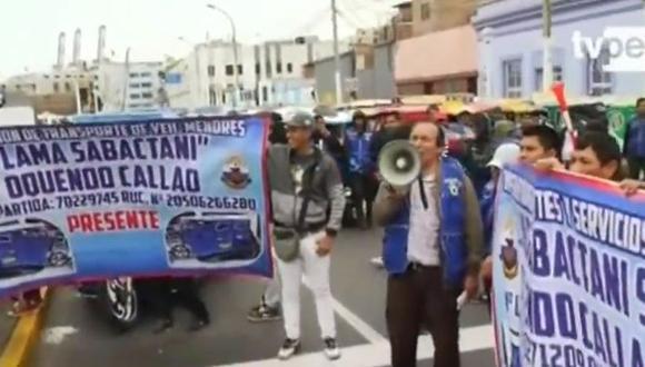 Las calles Paz Soldán y Alberto Seca, y el jirón Colón permanecen bloqueada por las unidades que permanecen estacionadas. (Captura: TV Perú Noticias)