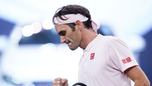 Roger Federer superó al ruso Daniil Medvédev, por la segunda ronda del Masters de Shanghai (6-4, 4-6 y 6-4). En octavos de final, el suizo enfrentará a Roberto Bautista. (Foto: AFP)