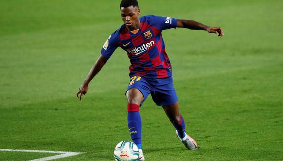 Ansu Fati destaca en el Barcelona a pesar de sus 17 años y, por tal razón, los blaugranas lo quieren blindar. (Foto: Reuters)