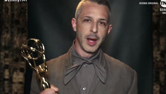 """Emmy 2020. Jeremy Strong (""""Succession"""") recibió su estatuilla a Mejor actor principal. Foto: TNT."""